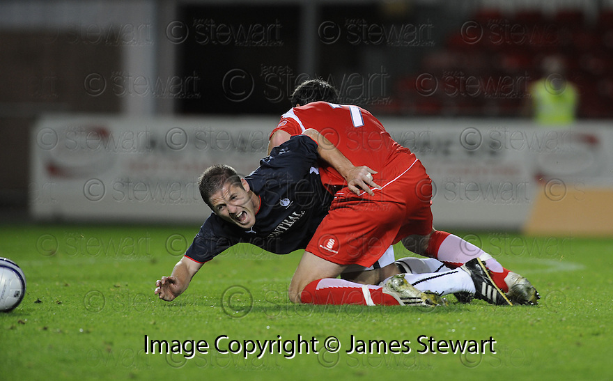 23/09/2008  Copyright Pic: James Stewart.File Name : sct_jspa05_falkirk_v_qots.GRAHAM BARRETT IS FLOORED BY SCOTT ROBERTSON.James Stewart Photo Agency 19 Carronlea Drive, Falkirk. FK2 8DN      Vat Reg No. 607 6932 25.Studio      : +44 (0)1324 611191 .Mobile      : +44 (0)7721 416997.E-mail  :  jim@jspa.co.uk.If you require further information then contact Jim Stewart on any of the numbers above........