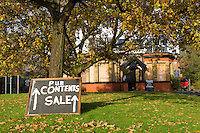 Closed public house contents sale. Sign. Near Lymm, Manchester.....Copyright..John Eveson, Dinkling Green Farm, Whitewell, Clitheroe, Lancashire. BB7 3BN.01995 61280. 07973 482705.j.r.eveson@btinternet.com.www.johneveson.com