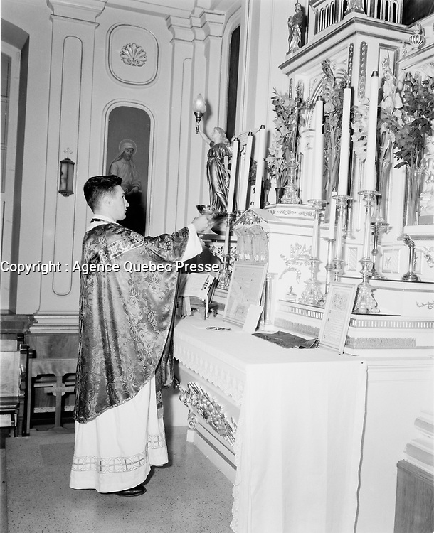 La messe traditionelle au Quebec<br /> ,dans les annees cinquantes,<br /> quebec, Septembre 1952<br /> <br /> PHOTO : : Agence Quebec Presse