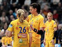 1. Bundesliga Handball Frauen - Punktspiel HC Leipzig (HCL) : DJK / MJC Trier - Arena Leipzig - im Bild: Luisa Schulze (r.) mit Stefanie Hummel. Foto: Norman Rembarz ..
