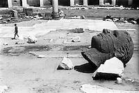 Roma, Mercati di Traiano. Opera scultorea dell'artista polacco Igor Mitoraj raffigurante una testa --- Rome, Trajan's Market. A head sculpture of polish artist Igor Mitoraj
