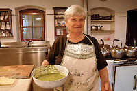 cascina Pirola, a Zelata di Bereguardo (PV), Agricoltura Biodinamica,  filosofia antroposofica di Rudolf Steiner. La signora Esterina, la cuoca