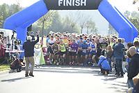 ATHLETIEK: JOURE: 30-09-2018, Jouster Merke Loop, Winnaar 7 km Peter Jan de Jong (Joure) 24:35, winnaar 15.6 km Yke Zoetendal (Joure) 53:53, ©foto Martin de Jong