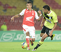 BOGOTÁ -COLOMBIA, 28-11-2013. Francisco Meza (Izq) de Independiente Santa Fe disputa el balón con Jefferson Duque (Der) del Atlético Nacional durante partido por la fecha 1 de los cuadrangulares finales de la Liga Postobón  II 2013 jugado en el estadio Nemesio Camacho el Campín de la ciudad de Bogotá./ Independiente Santa Fe player Francisco Meza (L) fights for the ball with Atletico Nacional player Jefferson Duque (R) during match for the first date of final quadrangulars of the Postobon  League II 2013 played at Nemesio Camacho El Campin stadium in Bogotá city. Photo: VizzorImage/ Gabriel Aponte /