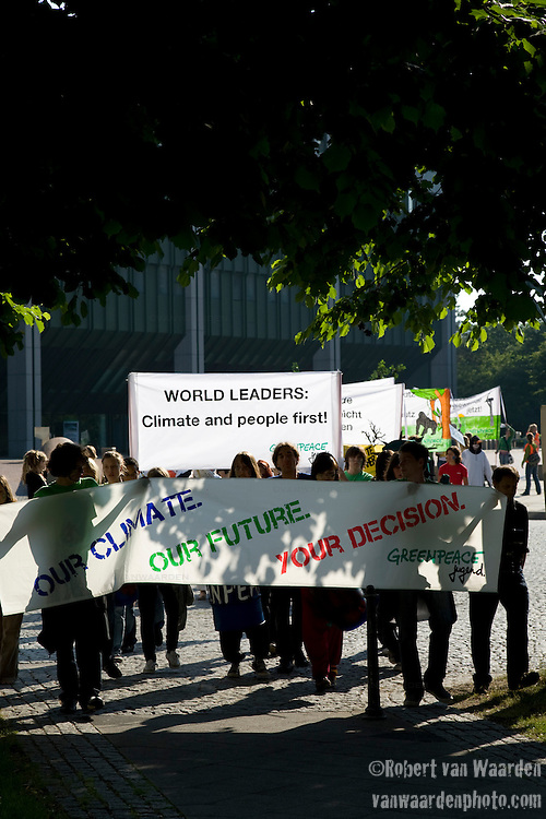 Greenpeace Germany activists at the United Nations Climate Talks in Bonn Germany (©Robert vanWaarden)