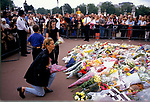 Death of Diana Princess of Wales, September 1997. People paying their respects Buckingham palace. London UK 1990s,