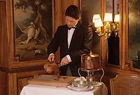 """Europe/France/Ile-de-France/Paris: """"BELLE EPOQUE"""" -  Service au Restaurant """"Lapérouse"""" 54 quai des Grands Augustins [Non destiné à un usage publicitaire - Not intended for an advertising use]<br /> PHOTO D'ARCHIVES // ARCHIVAL IMAGES<br /> FRANCE 1990 // Europe / France / Ile-de-France / Paris: """"BELLE EPOQUE"""" - Service at Restaurant """"Lapérouse"""" 54 quai des Grands Augustins [Not intended for an advertising use]<br /> ARCHIVAL PHOTO // ARCHIVAL IMAGES<br /> FRANCE 1990"""