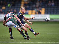 29th May 2021; Sixways Stadium, Worcester, Worcestershire, England; Premiership Rugby, Worcester Warriors versus Leicester Tigers; Zack Henry of Leicester Tigers passes under pressure from Harry Wells of Leicester Tigers