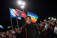 Mehrere hundert Menschen beteiligten sich am Mittwoch den 3. Dezember 2015 in Berlin an einer Anti-Kriegskundgebung anlaesslich der bervorstehenden Bundestagsabstimmung ueber eine Kriegsbeteiligung der Bundesrepublik am Krieg in Syrien. Die Bundesregierung hatte nach den Anschlaegen in Paris innerhalb weniger Tage eine Beteiligung an den Kriegseinsaetzen beschlossen. Diesem Beschluss soll am 4. Dezember das Paralament zustimmen. Zu den Menschen sprach unter anderem Sarah Wagenknecht, Fraktionsvorsitzende der Linkspartei (im Bild).<br /> 3.12.2015, Berlin<br /> Copyright: Christian-Ditsch.de<br /> [Inhaltsveraendernde Manipulation des Fotos nur nach ausdruecklicher Genehmigung des Fotografen. Vereinbarungen ueber Abtretung von Persoenlichkeitsrechten/Model Release der abgebildeten Person/Personen liegen nicht vor. NO MODEL RELEASE! Nur fuer Redaktionelle Zwecke. Don't publish without copyright Christian-Ditsch.de, Veroeffentlichung nur mit Fotografennennung, sowie gegen Honorar, MwSt. und Beleg. Konto: I N G - D i B a, IBAN DE58500105175400192269, BIC INGDDEFFXXX, Kontakt: post@christian-ditsch.de<br /> Bei der Bearbeitung der Dateiinformationen darf die Urheberkennzeichnung in den EXIF- und  IPTC-Daten nicht entfernt werden, diese sind in digitalen Medien nach §95c UrhG rechtlich geschuetzt. Der Urhebervermerk wird gemaess §13 UrhG verlangt.]
