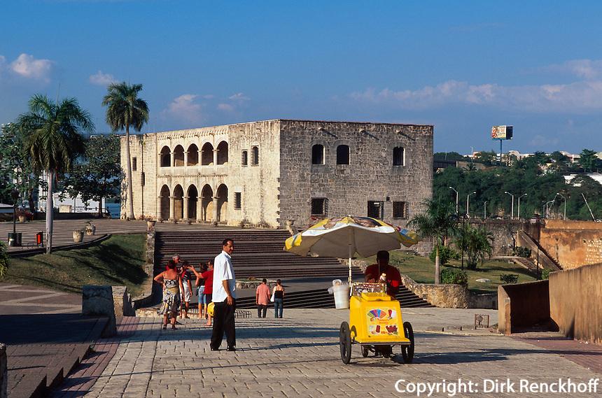 Dominikanische Republik, Alcazar de Colon an der Plaza de la Hispanidad in Santo Domingo, erbaut 1509-1514