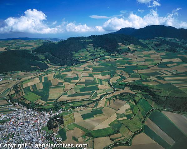 aerial photograph of farming in the Toluca valley, southwest of Mexico City | fotografía aérea de la agricultura en el valle de Toluca, al suroeste de la Ciudad de México
