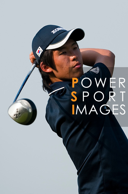 SHENZHEN, CHINA - NOVEMBER 01:  Chang-Won Han of South Korea tees off on the 12th hole during the final round of the Asian Amateur Championship at the Mission Hills Golf Club on November 1, 2009 in Shenzhen, Guangdong, China.  (Photo by Victor Fraile/The Power of Sport Images) *** Local Caption *** Chang-Won Han
