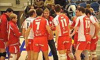 Duvel Puurs : trainer Jo Verstuyft spreekt zijn ploeg moed in...foto DAVID CATRY / VDB