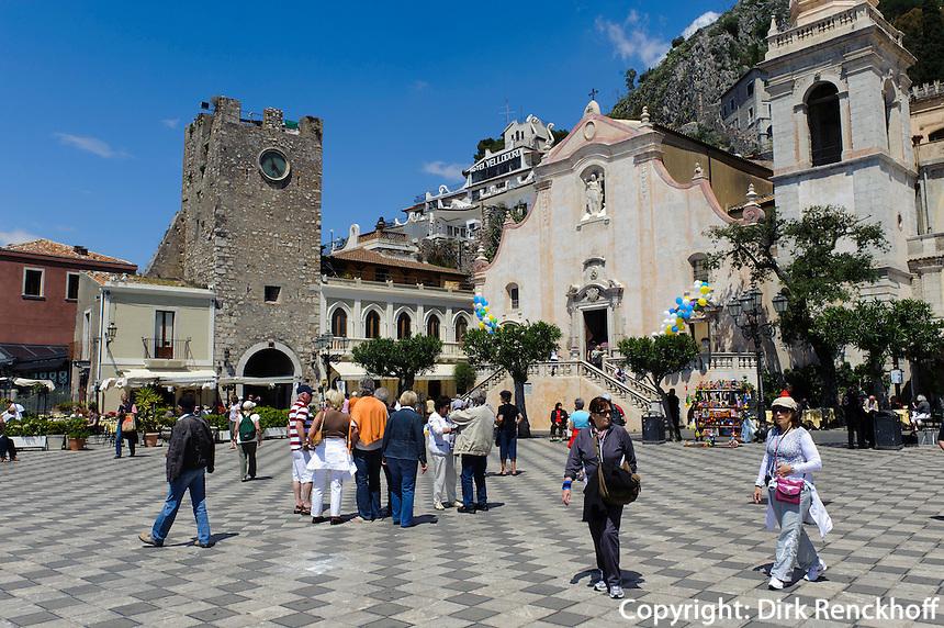 Piazza IX Aprile in Taormina, Sizilien, Italien
