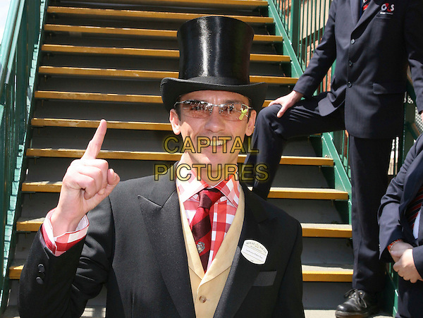 FRANKIE DETTORI.arriving for Day One of Royal Ascot, in Ascot, England, UK,.17th June 2008.races half length black top hat glasses finger pointing red checked shirt tie.CAP/DS.©Dudley Smith/Capital Pictures