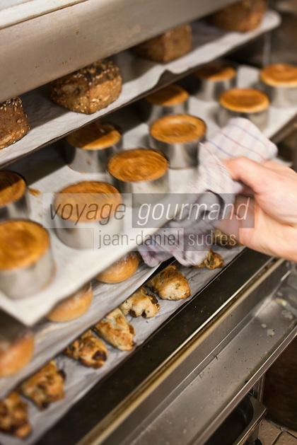 Europe/France/Bretagne/56/Morbihan/Saint-Avé: Cuisson des pains au restaurant: Le Pressoir