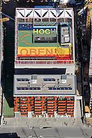Ganz Hoch Oben: EUROPA, DEUTSCHLAND, HAMBURG, (EUROPE, GERMANY), 02.04.2010: Dach der Katharinenschule am Dallmannkai in der Hafencity, Dreizuegige Grundschule, Kita, Kinderhotel, Ganz Hoch Oben, Spielplatz, Dach, Hafen, City, Hamburg, Baustelle, Hochbau, Bebauung, Stadtplanung, Planung, Buero, Wohn, Haus, Schule, Bau, Konjunktur, Uebersicht,Konzept durch Firma Otto Wulf, PPP- Vertrag, Architekt Spengler & Wiescholek Aufwind-Luftbilder, Luftbild, Luftaufname, Luftansicht c o p y r i g h t : A U F W I N D - L U F T B I L D E R . de G e r t r u d - B a e u m e r - S t i e g 1 0 2, 2 1 0 3 5 H a m b u r g , G e r m a n y P h o n e + 4 9 (0) 1 7 1 - 6 8 6 6 0 6 9 E m a i l H w e i 1 @ a o l . c o m w w w . a u f w i n d - l u f t b i l d e r . d e K o n t o : P o s t b a n k H a m b u r g B l z : 2 0 0 1 0 0 2 0 K o n t o : 5 8 3 6 5 7 2 0 9 V e r o e f f e n t l i c h u n g n u r m i t H o n o r a r n a c h M F M, N a m e n s n e n n u n g u n d B e l e g e x e m p l a r !
