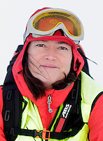 Anestesilege Ann-Elin Tomlinson ved Ål-basen. <br /> <br /> Norwegian Air Ambulance helicopter and crew.