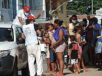 Recife (PE), 04/04/2021 - Alimentação-Recife - Neste domingo (04) de Pascoa  a Ação de solidariedade encabeçada pela Frente Brasil Popular (FBP), Movimento dos Trabalhadores Rurais Sem Terra (MST) e organizações não-governamentais, a Marmita Solidária  distribuiu mais de 1.000 marmitas para moradores de ruas do Recife e Olinda. O Armazém do Campo organizou junto com voluntários a distribuição na sede que fica no bairro de Santo Antônio, área central do Recife.