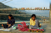 "S?dasien Asien Indien IND Rishikesh am Fluss Ganges Pilger auf Bruecke Haengebruecke . - Hinduismus Hindu Hindus Religion xagndaz | .Asia India Rishikesh at River ganges Ganga pilgrim on hanging bridge - Religion Hinduism .| [ copyright (c) Joerg Boethling / agenda , Veroeffentlichung nur gegen Honorar und Belegexemplar an / publication only with royalties and copy to:  agenda PG   Rothestr. 66   Germany D-22765 Hamburg   ph. ++49 40 391 907 14   e-mail: boethling@agenda-fototext.de   www.agenda-fototext.de   Bank: Hamburger Sparkasse  BLZ 200 505 50  Kto. 1281 120 178   IBAN: DE96 2005 0550 1281 1201 78   BIC: ""HASPDEHH"" ,  WEITERE MOTIVE ZU DIESEM THEMA SIND VORHANDEN!! MORE PICTURES ON THIS SUBJECT AVAILABLE!! INDIA PHOTO ARCHIVE: http://www.visualindia.net ] [#0,26,121#]"