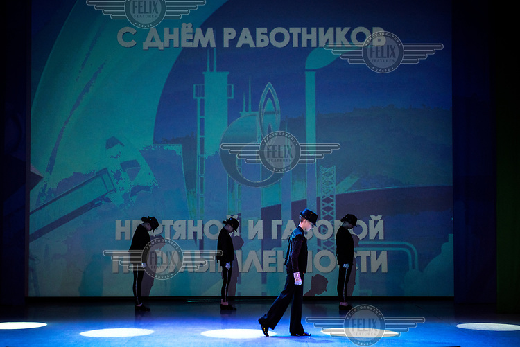 A music and dance performance, given by the 'Prometheus Club', dedicated to the 'Day of the Oil and Gas Industry workers'.The club teaches 370 children and has 24 vocal and dance groups.The club is financed by Gazprom Nadym Dobycha.