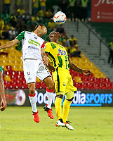 BUCARAMANGA - COLOMBIA - 11 - 02 - 2018: Marlon Torres (Der.) jugador de Atletico Bucaramanga disputa el balón con Eder Farias (Izq.) jugador de Once Caldas, durante partido entre Atletico Bucaramanga y Once Caldas, de la fecha 2 por la Liga Aguila I 2018, jugado en el estadio Alfonso Lopez de la ciudad de Bucaramanga. / Marlon Torres (R) player of Atletico Bucaramanga vies for the ball with Eder Farias (L) player of Once Caldas, during a match between Atletico Bucaramanga and Once Caldas, for the 2nd date for the Liga Aguila I 2018 at the Alfonso Lopez Stadium in Bucaramanga city Photo: VizzorImage  / Duncan Bustamante / Cont.