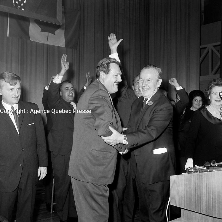 Guy Favreau et Lester Bowles Pearson<br /> , durant la<br /> Campagne electorale Liberale Federale,  <br /> le 12 octobre 1965<br /> <br /> Photo: Photo Moderne - Agence Quebec Presse<br /> <br /> NOTE : Publication dans Le Soleil 12 et 13 octobre 1965