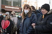 """Anlaesslich des ertsne Jahrestag der Coronamassnahmen der Bundesregierung protestierten etwas ueber 200 Menschen auf dem Berliner Alexanderplatz gegen die Politik der Bundesregierung. Sie forderten ein Ende der Maskenregelungen und Einschraenkungen in oeffentlichen Leben. Die Demonstranten riefen """"Liebe, Freiheit, Keine Diktatur"""" und """"Wahrheit macht Frei"""".<br /> Der Veranstalter, der Youtube-Schlagerstar Bjoern Winter alias Bjoern Banane, hatte 1000 Menschen zu der Kundgebung erwartet.<br /> Im Bild: Eine Demonstrantin traegt eine Mund-Nase-Schutzmaske mit der Aufschrift """"Scheiss Maulkorb"""".<br /> 13.3.2021, Berlin<br /> Copyright: Christian-Ditsch.de"""