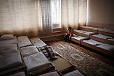 Sergej, 5 Jahre. Lebt ebenfalls im Kindergarten von Chisinau.<br />Nach seiner Dosis Medikamente ist er oft müde und matt. Für die<br />heranwachsende Generation von Moldawiern wird das Leben mit<br />dieser Krankheit wohl noch Teil ihres ohnehin oft beschwerlichen<br />und entbehrungsreichen Lebens bleiben. // Moldova is still the poorest country of Europe. Hopes to join the European Union are high. After progress in the past years tuberculosis is on the rise again. The number of new patients raise since 2010 and is on a level that has not been reached since the late 90s.
