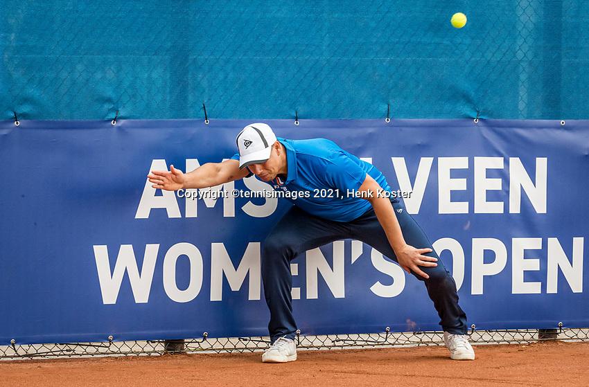 Amstelveen, Netherlands, 5  Juli, 2021, National Tennis Center, NTC, AmstelveenWomans Open, Linesman<br /> <br /> Photo: Henk Koster/tennisimages.com