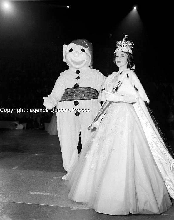 - Le  Carnaval de Québec avec Brigitte Desrocher, Duché de Montmorency - Reine 1958<br /> <br /> Photographe : Photo Moderne<br /> - Agence Quebec Presse