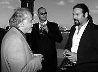 ID :  pr_000827B_37<br /> De gauche ‡ droite :<br /> -FranÁois MacÈrola ; Directeur GÈnÈral - TÈlÈfilm Canada<br /> -Michel JettÈ ;  rÈalisateur `` Hochelaga ``<br /> Lors de la rÈception donnÈ par TÈlÈfilm Canada le 27 ao°t 2000<br /> MENTION OBLIGATOIRE :  © Pierre Roussel, 2000