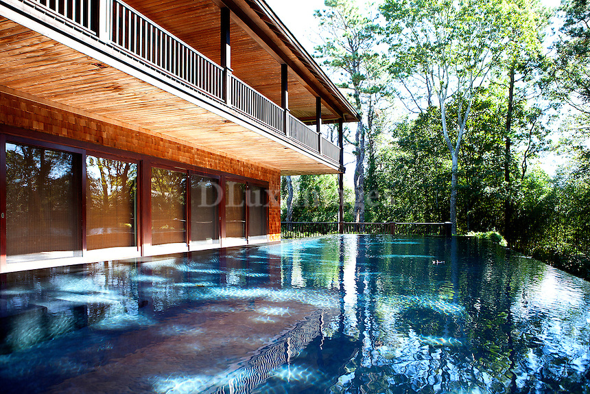 summer house's swimming pool