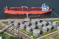 Tanker mit Tanklagerung: EUROPA, DEUTSCHLAND, HAMBURG, (EUROPE, GERMANY), 25.06.2011: Tanker mit Tanklager