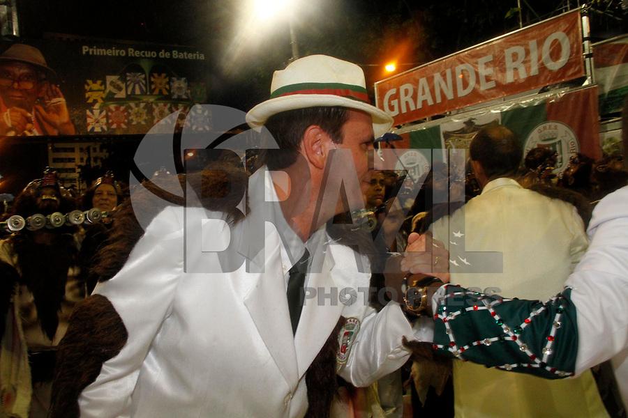 RIO DE JANEIRO, RJ, 08 DE MARÇO DE 2011 - CARNAVAL RJ / GRANDE RIO -O prefeito do Rio de Janeiro Eduardo Paes durante desfile da Grande Rio no Sambódromo da Marquês de Sapucaí, durante o segundo dia dos desfiles do Grupo Especial do Carnaval 2011, do Rio de Janeiro, na madrugada desta terça-feira (8). (FOTO: VANESSA CARVALHO / NEWS FREE).