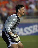 Houston Dynamo goalkeeper Pat Onstad shouts directions to his defenders at Robertson Stadium in Houston, TX on Saturday May 6, 2006. The Houston Dynamo defeated FC Dallas 4-3.