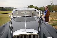 Italy. Tuscany. Polo Club Villa A Sesta is located near the village of Ripaltella and Pietraviva (Arezzo). Riccardo Tattoni opens the door of  his vintage Bentley Station Wagon S2 (1961). Ricardo Tattoni is the owner of Polo Club Villa A Sesta. 18.09.10 © 2010 Didier Ruef