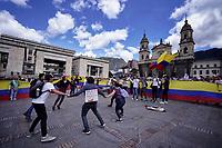 BOGOTA - COLOMBIA, 04-12-2019: Miles de manifestantes salieron a las calles de Bogotá para unirse a la  jornada de paro Nacional en Colombia hoy, 4 de diciembre de 2019. La jornada Nacional es convocada para rechazar el mal gobierno y las decisiones que vulneran los derechos de los Colombianos. / Thousands of protesters took to the streets of Bogota to join the National Strike day in Colombia today, December 4, 2019. The National Strike is convened to reject bad government and decisions that violate the rights of Colombians. Photo: VizzorImage / Diego Cuevas / Cont