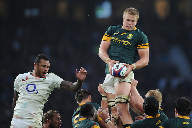 Pieter-Steph du Toit of South Africa wins the lineout against Courtney Lawes of England during the Old Mutual Wealth Series match between England and South Africa at Twickenham Stadium on Saturday 12th November 2016 (Photo by Rob Munro)
