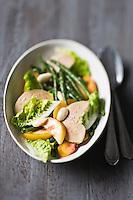 Salade de haricots verts, pêches, amandes et foie gras - recette de Christian Constant EXCLU: EDITION LIVRE CUISINE DU SUD-OUEST