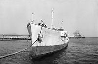 - porto di Genova, novembre 1975, navi in disarmo<br /> <br /> - Port of Genoa, in November 1975, decommissioned ships