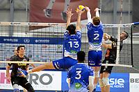 06-03-2021: Volleybal: Amysoft Lycurgus v Active Living Orion: Groningen blok met Lycurgus speler Hossein Ghanbari en Lycurgus speler Luke Herr