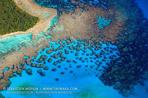 Récif corallien bordant un îlot, Nouvelle-Calédonie