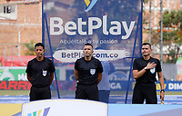 ENVIGADO - COLOMBIA,18-09-2021: Carlos Betancur Gutierrez referee central durante el encuentro entre Envigado  y el Deportes Quindio  en partido por la fecha 10 como parte de la Liga BetPlay DIMAYOR II 2021 jugado en el estadio Polideportivo Sur de Envigado. /Central referee Carlos Betancur Gutierez during match between Envigado  and Deportes Quindio in match for the date 10 as part of the BetPlay DIMAYOR League II 2021 played at  Polideportivo Sur stadium in Envigado. Photo: VizzorImage / Donaldo Zuluaga / Contribuidor
