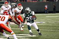 Runningback Leon Washington (Jets) wird eingefangen<br /> New York Jets vs. Kansas City Chiefs<br /> *** Local Caption *** Foto ist honorarpflichtig! zzgl. gesetzl. MwSt. Auf Anfrage in hoeherer Qualitaet/Aufloesung. Belegexemplar an: Marc Schueler, Am Ziegelfalltor 4, 64625 Bensheim, Tel. +49 (0) 6251 86 96 134, www.gameday-mediaservices.de. Email: marc.schueler@gameday-mediaservices.de, Bankverbindung: Volksbank Bergstrasse, Kto.: 151297, BLZ: 50960101