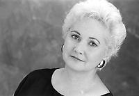 Portrait studio exclusif de la comedienne<br /> Louisette Dussault<br /> , vers 1990<br /> <br /> PHOTO :  Agence Quebec Presse