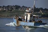 Europe/France/Bretagne/56/Morbihan/Presqu'île de Rhuys/Port Navalo: Chalutier rentrant au port
