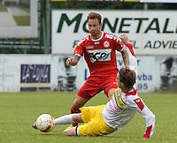 FC Gullegem - KV Kortrijk : Robert Klaasen (links) ontwijkt de tackle van Yoeri Flederick (r)<br /> foto VDB / BART VANDENBROUCKE