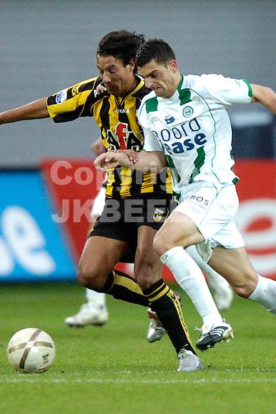 groningen - vitesse  eredivisie seizoen 2007-2008 04-11- 2007 silva tussen twee arnhemmers *** Local Caption ***