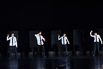 DAH-DAH-SKO-DAH-DAH<br /> <br /> Chorégraphie, scénographie, lumières et costumes Saburo Teshigawara<br /> Coordination technique et régie lumières Sergio Pessanha<br /> Régie plateau Yuji Kobayashi<br /> Régie son Fabrice Moinet<br /> Avec Saburo Teshigawara, Rihoko Sato, Eri Wanikawa, Kafumi Takagi, Rika Kato, Minami Shioya, Didda<br /> Compagnie : Kara<br /> Date : 13/05/2014<br /> Lieu : Théâtre de Chaillot<br /> Ville : Paris